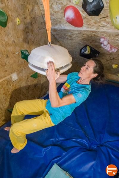 tri-fingers-pocket-training-climbing-burger-antworks