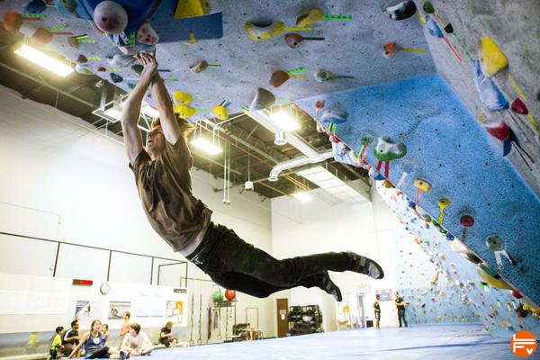 securite-salles-escalade-bloc-chute-reception-matelas