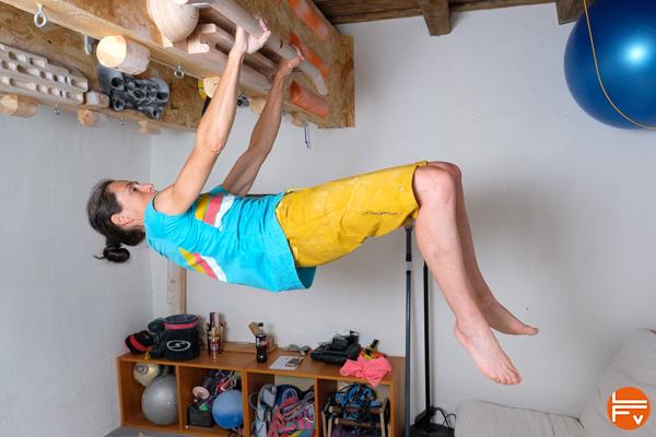 planche-jambes-flechies-entrainement-crossfit-escalade-bloc