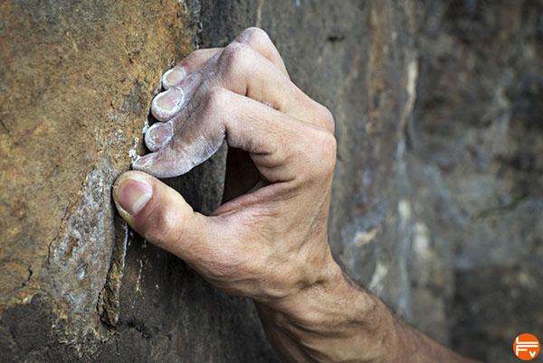 finger-flexor-pulley-injury-risk-crimping-climbing