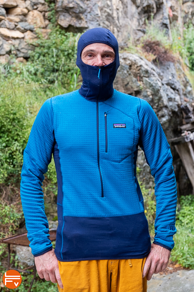 patagonia R1, blue, zip froontal, zip poche poitrine