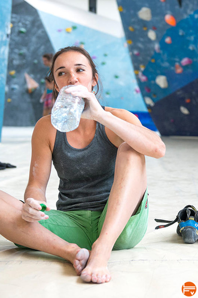 staying hydrated jul wurm drinking water during a bouldering session