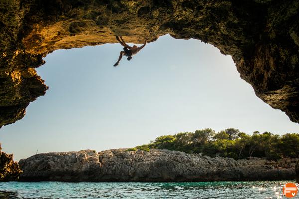 deep water soloing climbing