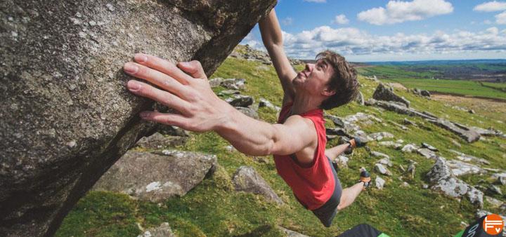 bouldering session climbing training