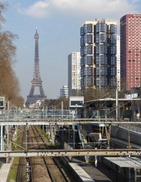 Totem et tour Eiffel (Andrault & Parat)