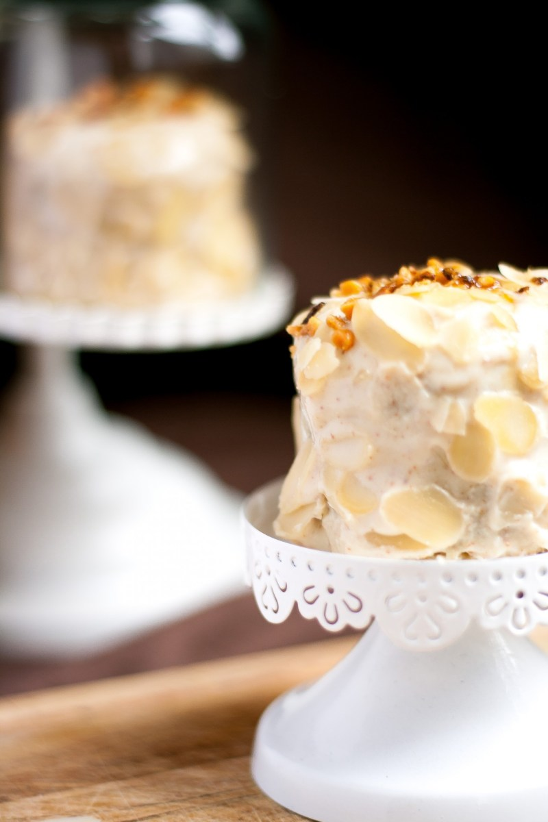 Layer crêpe cake façon frangipane {sans gluten, végétarien, sans lactose} | www.lafaimestproche.com