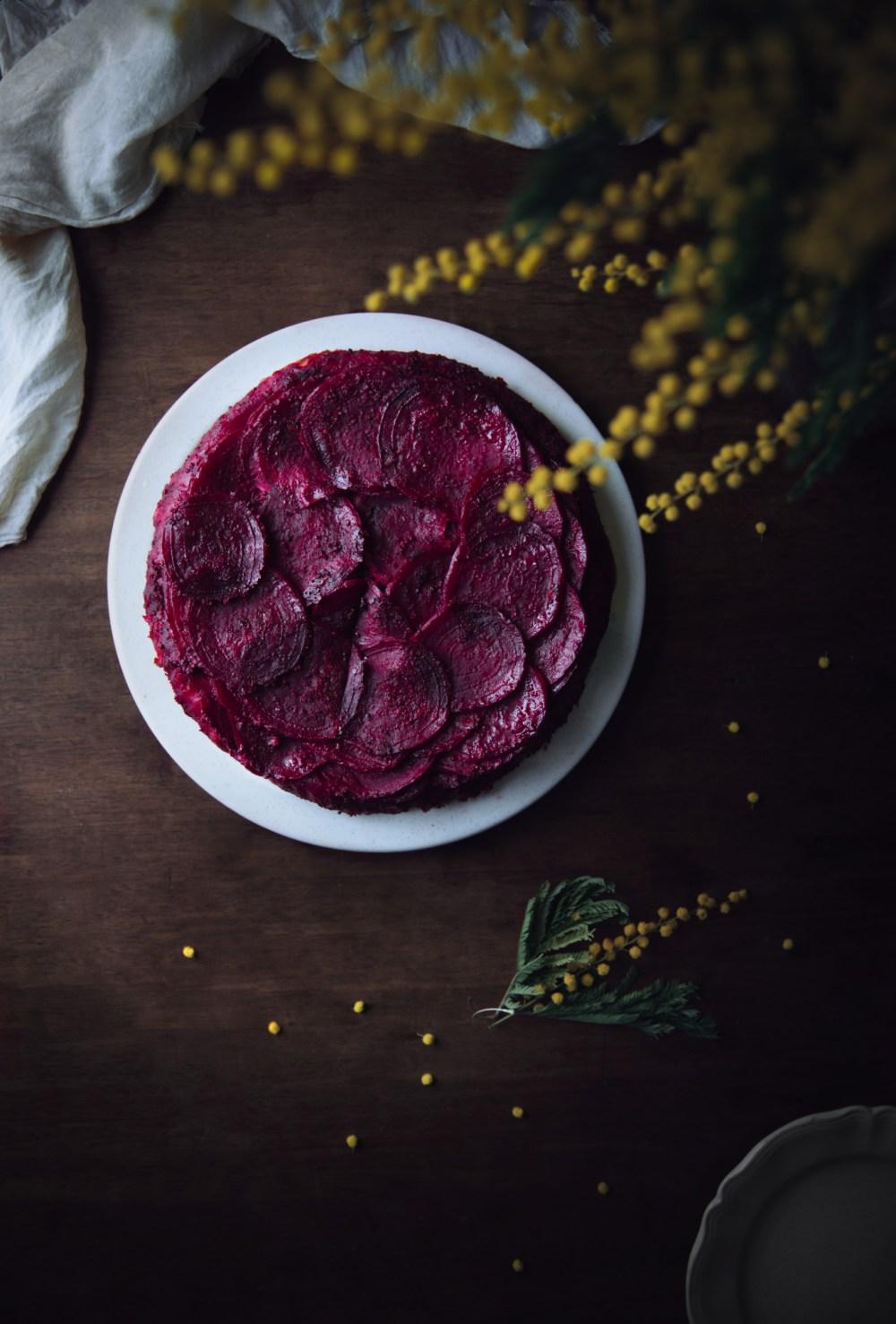 Tarte tatin salée de betteraves {vegan, végétarien} | www.lafaimestproche.com