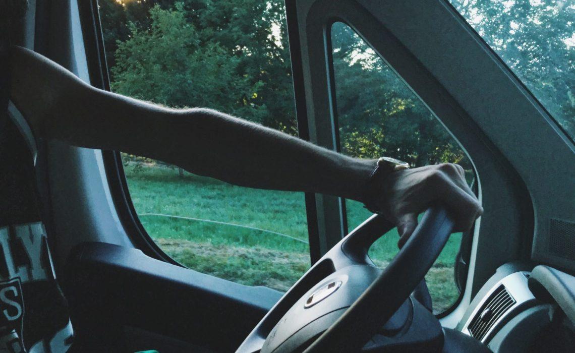 Le choix de voyager en camping car conduire