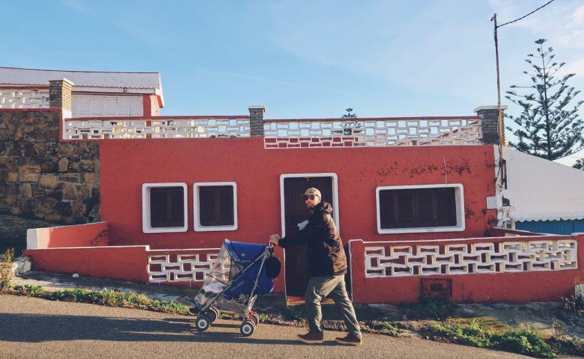 Promenade en poussette à Moulay-Bousselham au Maroc