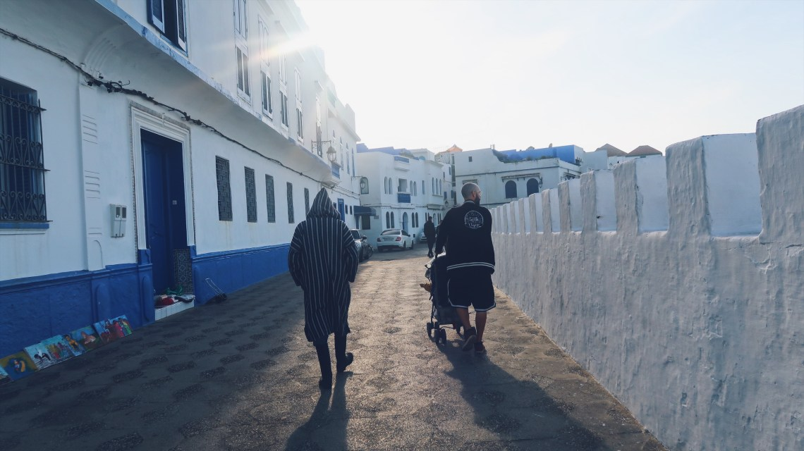 Promenade en poussette à Assilah
