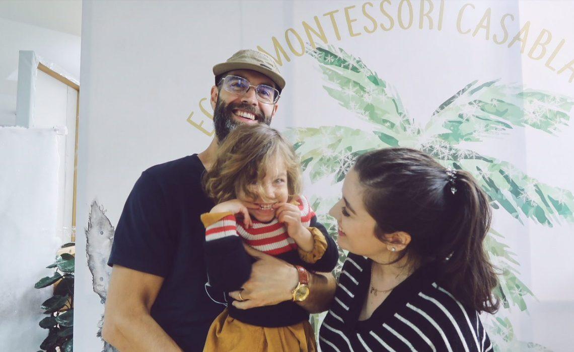 Payna et son éducatrice à l'école Montessori Casablanca