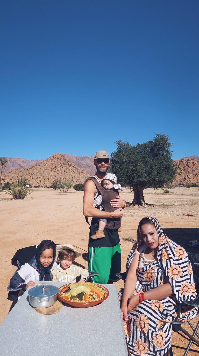 Voyage au Maroc nizah et son couscous à la palmeraie de Tafraout