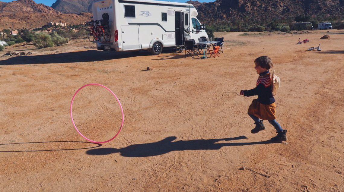 Voyage au Maroc terrain de jeu et camping dans la palmeraie de Tafraout