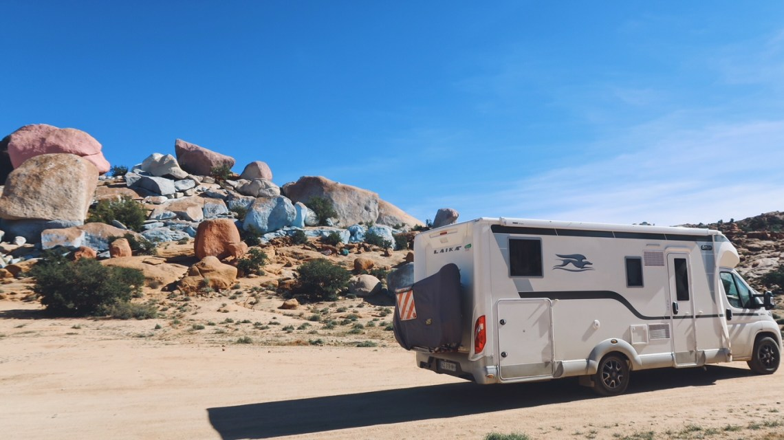 Voyage au Maroc roches peintes jean vérame camping-car