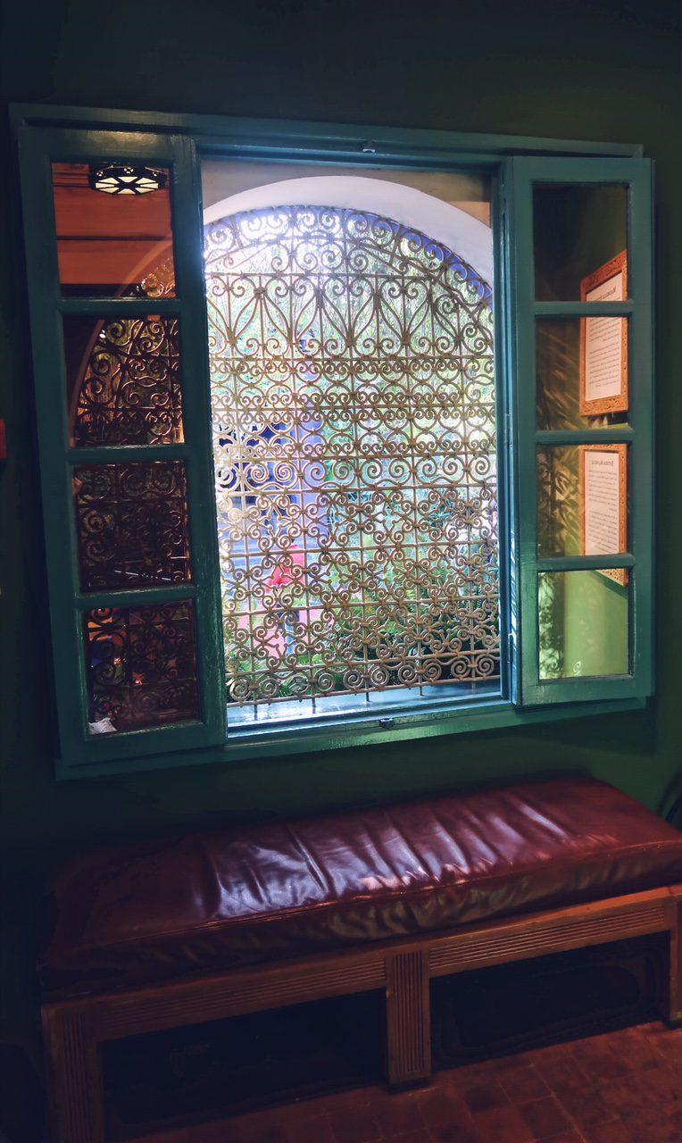 Voyage au Maroc Marrakech fenêtre du jardin majorelle