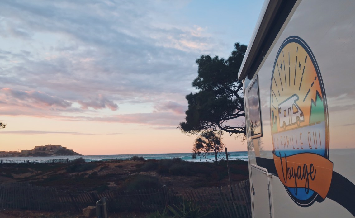 Checklist indispensable pour partir voyager en camping-car
