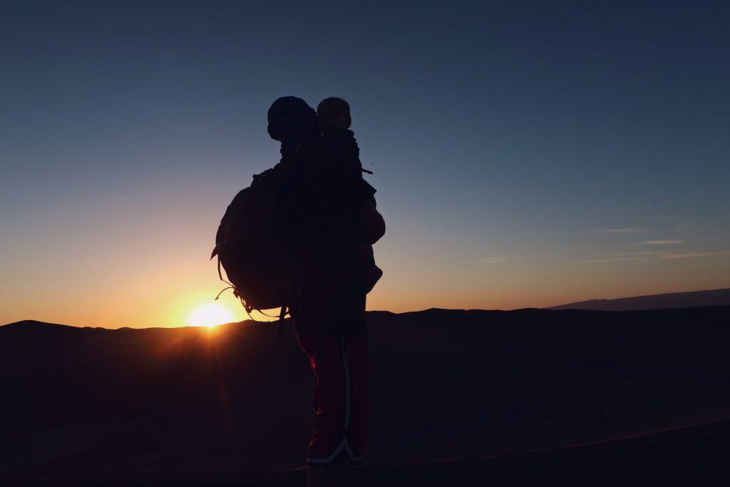 Voyage au Maroc Desert Sahara Erg Chegaga regarder le coucher de soleil