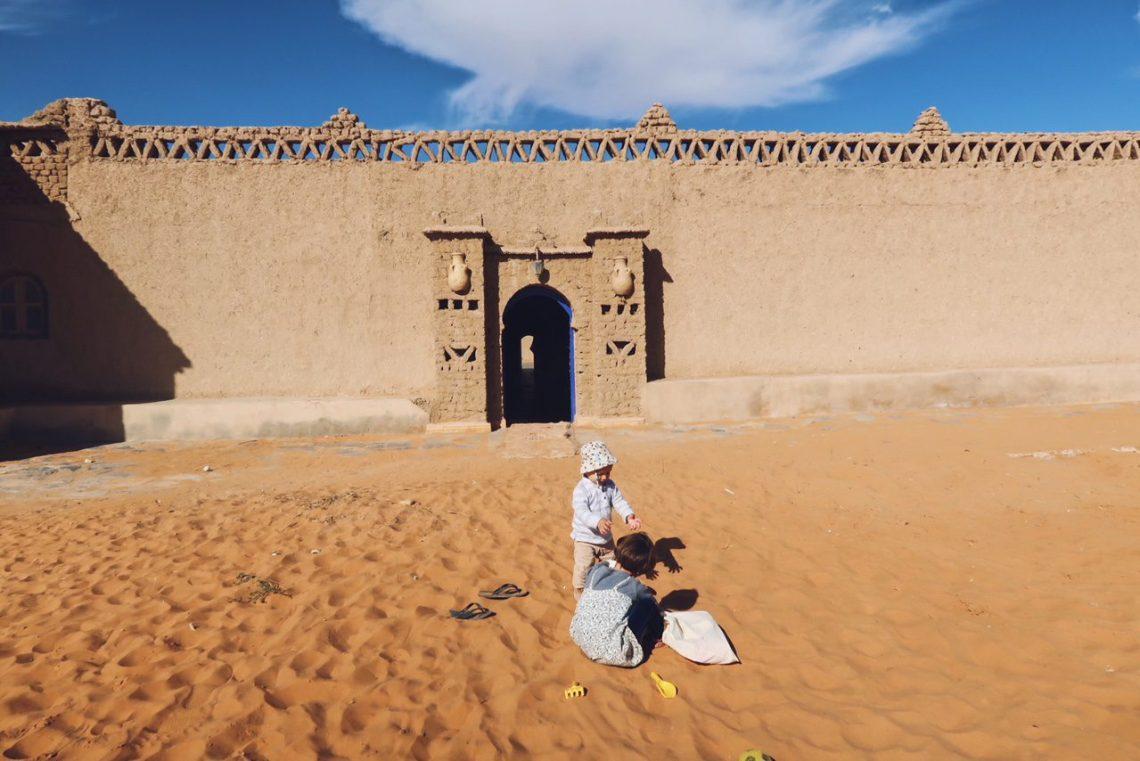 Voyage au Maroc dans le désert de Sahara Merzouga porte de gazelle bleue