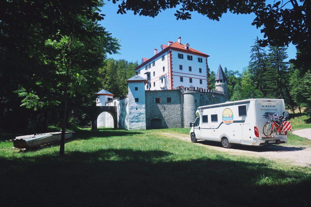 Le chateau Sneznik en Slovénie