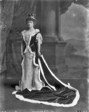 Kreivitär Almina vuonna 1902