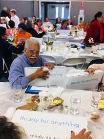 la familia seniors with tech