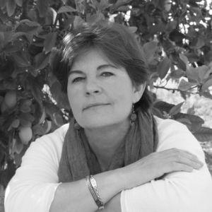 Isabel Buendía escritora en el libro de relatos