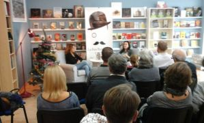 Presentación de El camino de las luciérnagas en Altea:: la libreria Mascarat llena de publico