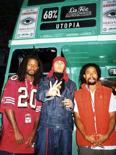 Black Eyed Peas in front of La Fée Bus