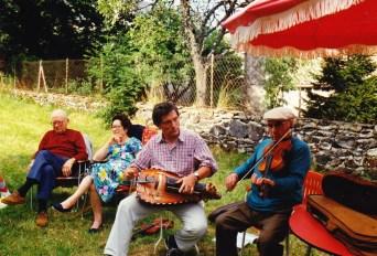 Jean Frebault et Joseph Perrier dans le jardin des Pinot - 1988