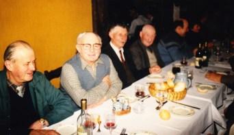 Décembre 1987 soirée K7 du canton Champs sur Tarentaine de gauche à droite : Lucien Tournadre, Joseph Perrier, Eugène Chabozy, Firmin Tissandier, Jean Farge