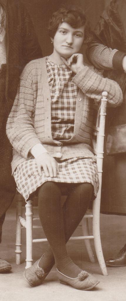 Eugénie Delterme (coll A-Ricros) détail b