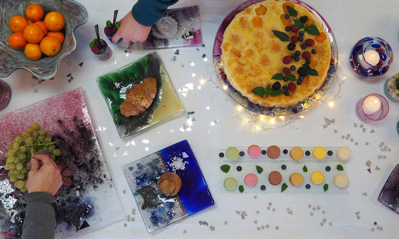Vidrio de Navidad en la Mesa Lafiore con Colores de Mallorca