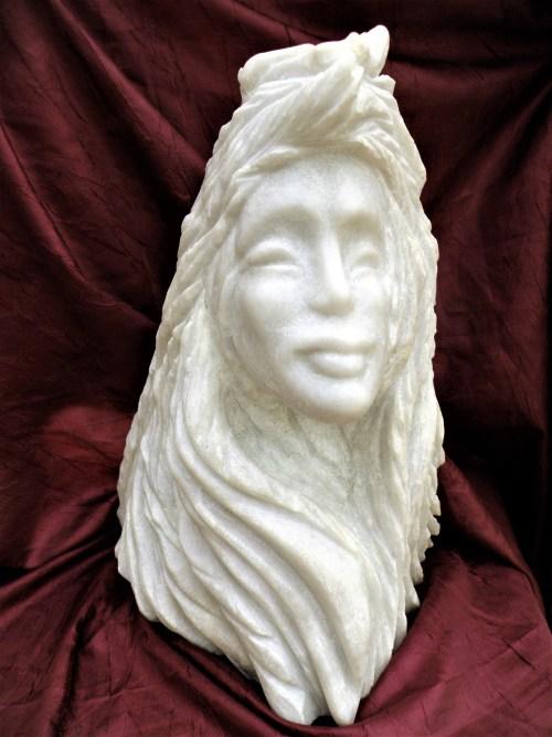Ino, la déesse marine vue par l'artiste. Un coquillage est sculpté sur sa tête.