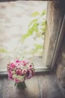 Ramet delicat amb peonies i roses ramificades de diferents tamanys. Una preciositat!