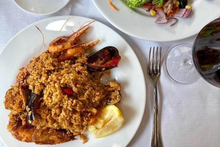 Menu con Paella en el Puerto de Barcelona