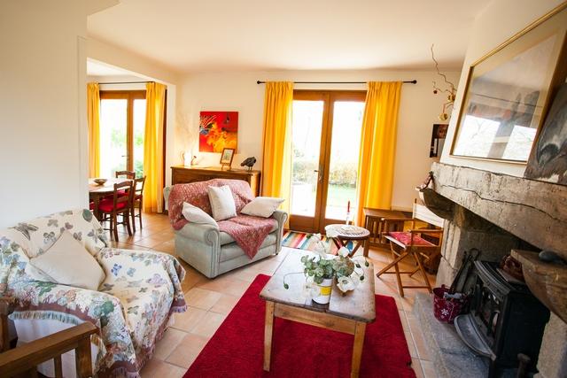 Un salon cosy et confortable pour profiter de vos vacances. 3 personnes