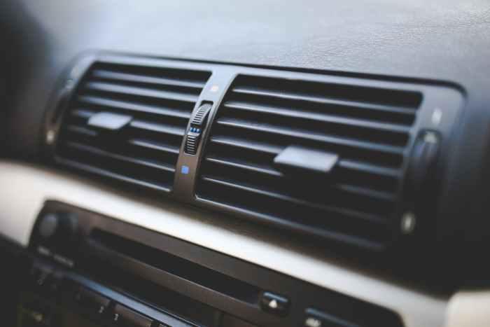 Car interior / Air conditioner