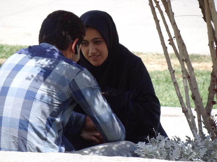 File:Couple in Imam Square (Naqsh-e Jahan) - Isfahan - Iran (7432989146).jpg