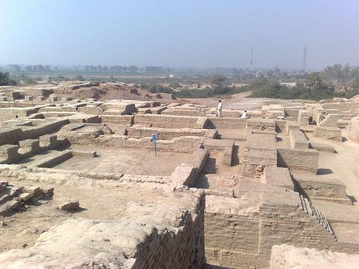 File:Remaining city of Mohenjo Daro.jpg