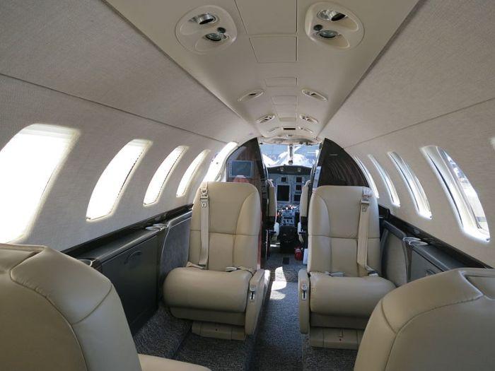 File:Cessna Citation CJ3 Cabin 2.JPG