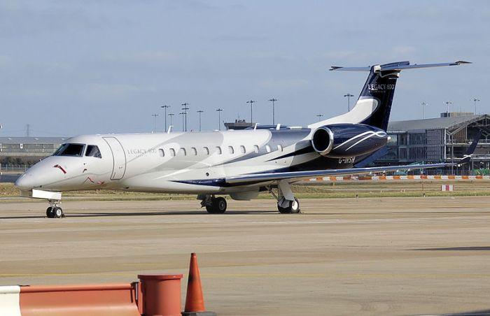 File:Embraer legacy 600 g-irsh arp.jpg