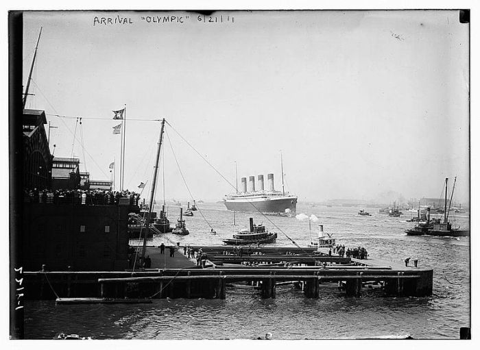 File:RMS Olympic at White Star Piers 1911.jpg