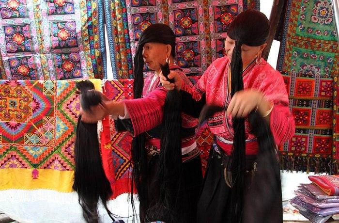 File:Ping'an-Yao-Frauen-10-Haarteile-2012-gje.jpg