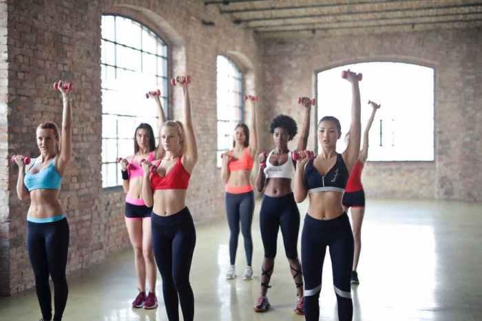 https://i2.wp.com/lafzblog.overstockpk.com/wp-content/uploads/2019/12/women-having-exercise-using-dumbbells.jpeg?w=700&ssl=1