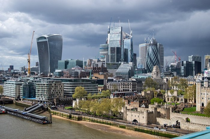 File:City of London, seen from Tower Bridge.jpg