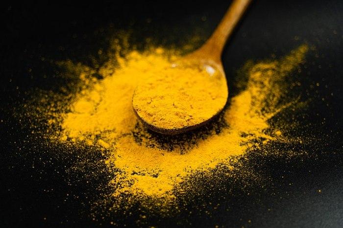 File:Turmeric Powder on a Spoon - Black Background.jpg