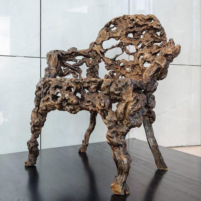 https://upload.wikimedia.org/wikipedia/commons/thumb/2/29/Fauteuil_racine_Chine_Quianlong_musee_arts_asiatiques_Nice.jpg/1024px-Fauteuil_racine_Chine_Quianlong_musee_arts_asiatiques_Nice.jpg