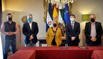 Alcaldesa firma contrato del servicio de señalización horizontal y vertical