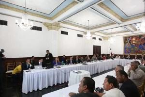 Analizan mecanismo para dotar de recursos a municipios como parte de la descentralización del Estado