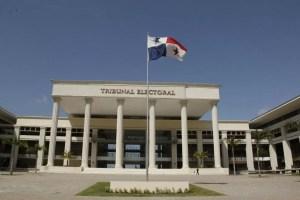 Magistrados del T.E. admiten impugnación contra las candidaturas de Martinelli